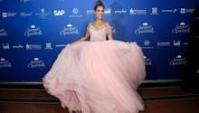 Sylvie Meis durfte den Ball nach einemAuftritt in einem sehr freizügigen Kleid nicht mehr moderieren. Als einfacher Gast kam sie in einem rosa Tüllkleid.