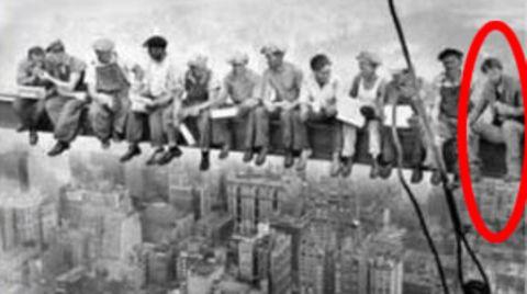 Wie geht das denn?: Schulbuch zeigt berühmtes Foto aus dem Jahr 1932 – darauf ist Keanu Reeves zu sehen