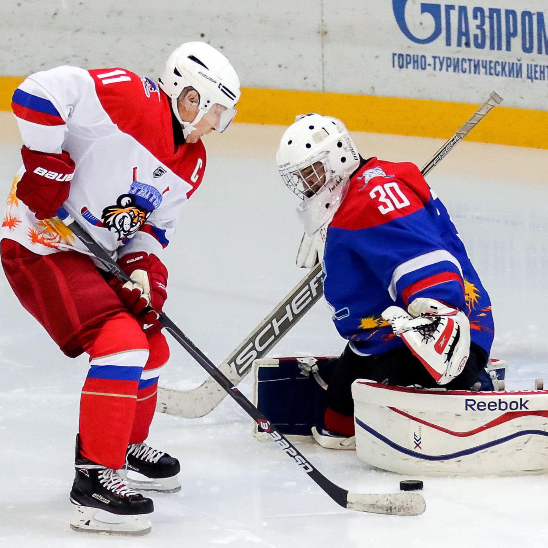 Wladimir Putin gönnt sich ein Hockey Spiel mit Lukaschenko   STERN.de