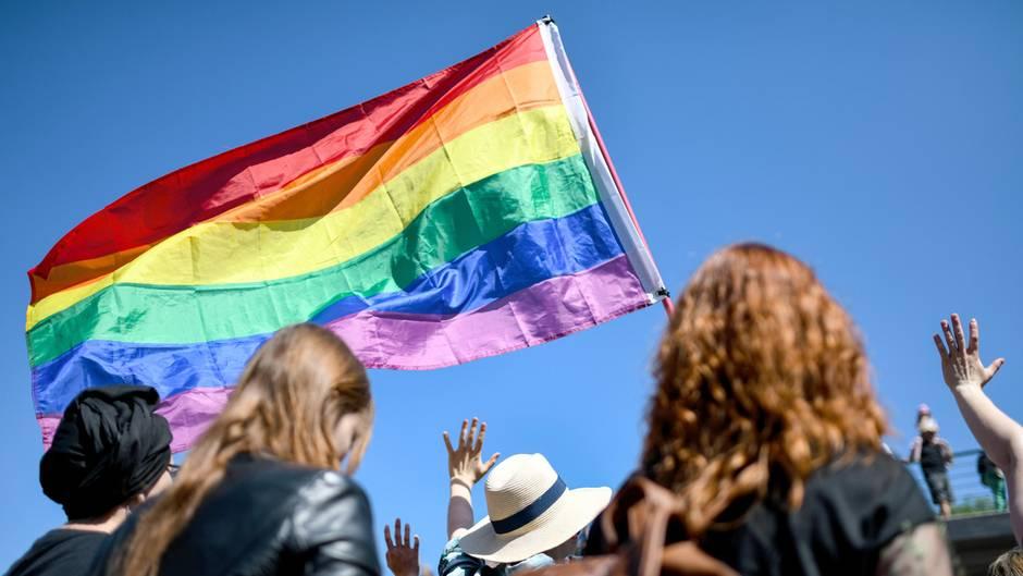 Hetze gegen Schwule und Lesben verboten: Schweiz stimmt für Gesetz gegen Homophobie