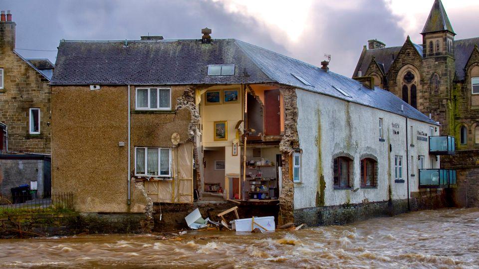Im britischen Hawick stürzte die Wand eines Hauses ein