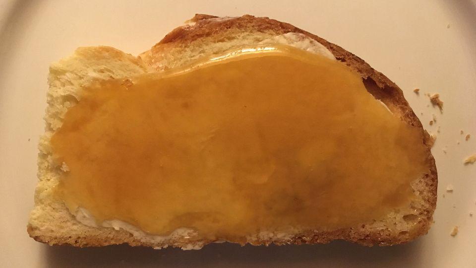 Manuka Honig schmeckt besonders gut auf Brot