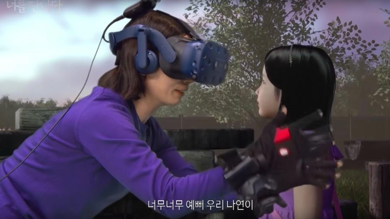 Eine Mutter mit VR-Brille trifft virtuell ihre siebenjährige Tochter