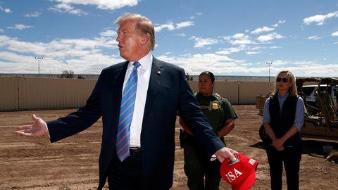 Donald Trump im bei der Besichtigung eines Abschnittes der Mauer an der Grenze zu Mexiko
