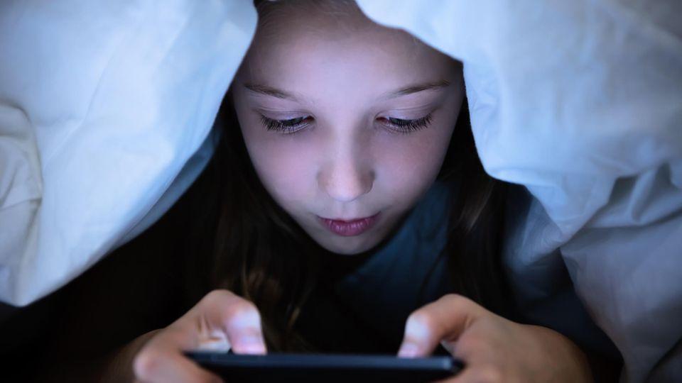 Die Kinder vor dem Smartphone zu schützen, ist gar nicht so leicht