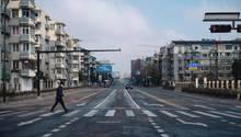 Leere Straßen in der Millionemetropole Hangzhou,Hauptstadt der chinesischen Provinz Zhejiang