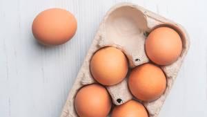 Mythos 3: Braune Eier sind nährstoffreicher als weiße  Absolut nicht. Die Farbe gibt keinen Aufschluss über die Nährstoffzusammensetzung des Eis.