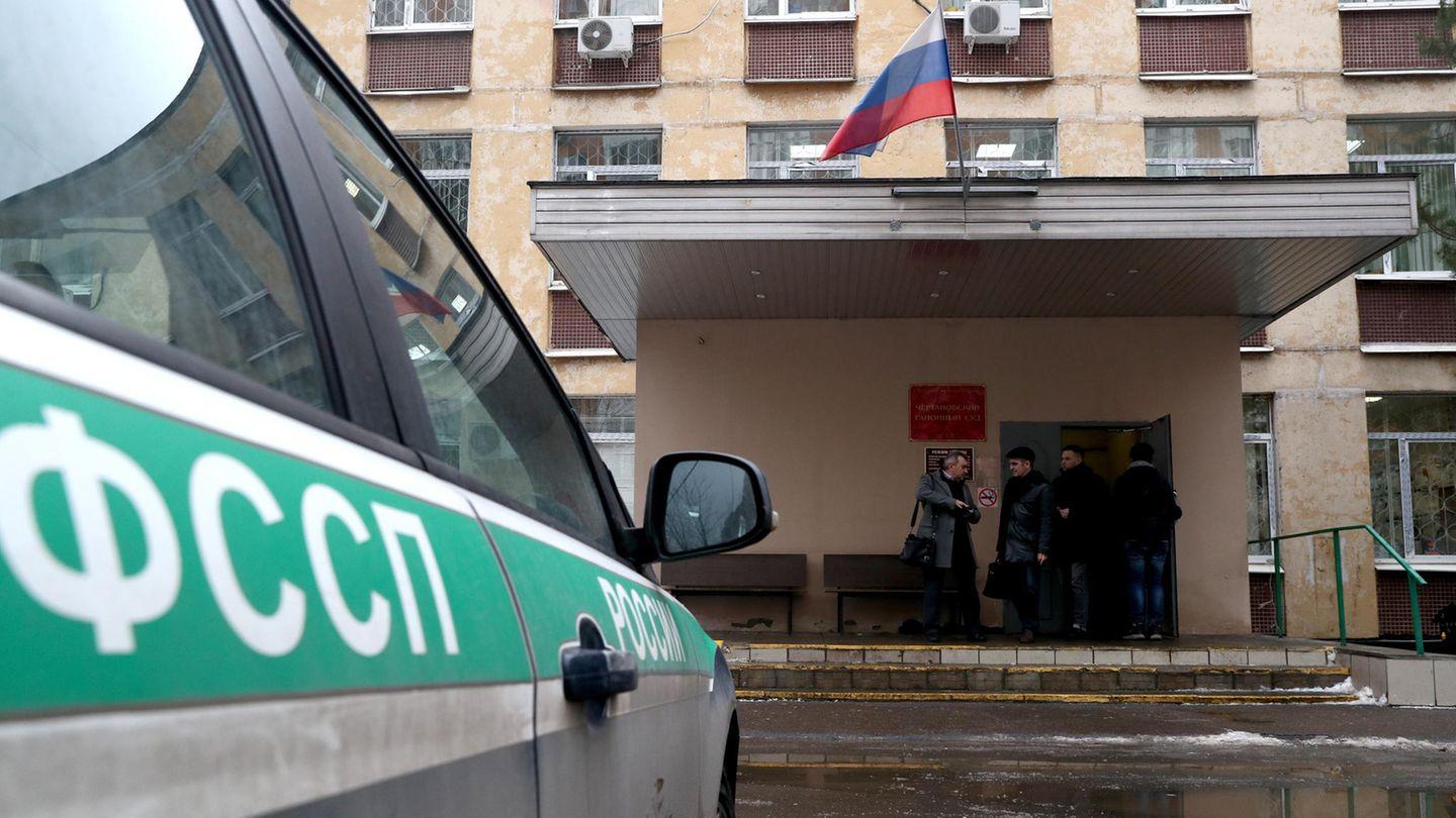 Moskau: Im Gerichtssaal hat sich ein früherer Staatsbeamter vor den Augen des Richters bei der Urteilsverkündung erschossen