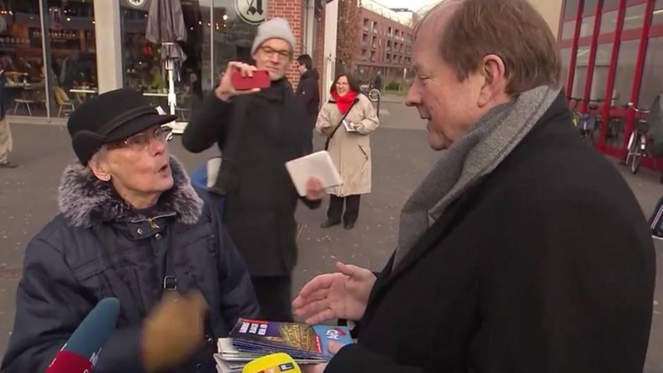 """In Fußgängerpassage: """"Unverschämte Frechheit!"""" –wütende Rentnerin geigt Hamburger AfD-Chef  ihre Meinung"""