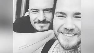 Orlando Bloom zeigt sein neues Tattoo auf Instagram –inklusive Tippfehler