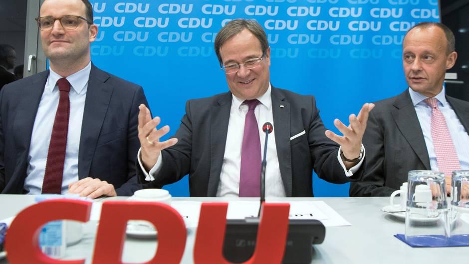Spahn Laschet und Merz hinter CDU-Logo