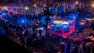 Nachrichten aus Deutschland: Einsatzfahrzeuge stehen am Tempodrom