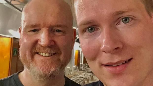 """Markus König (l) und Christian Weber sind Passagiere des Kreuzfahrtschiffs """"Westerdam"""""""