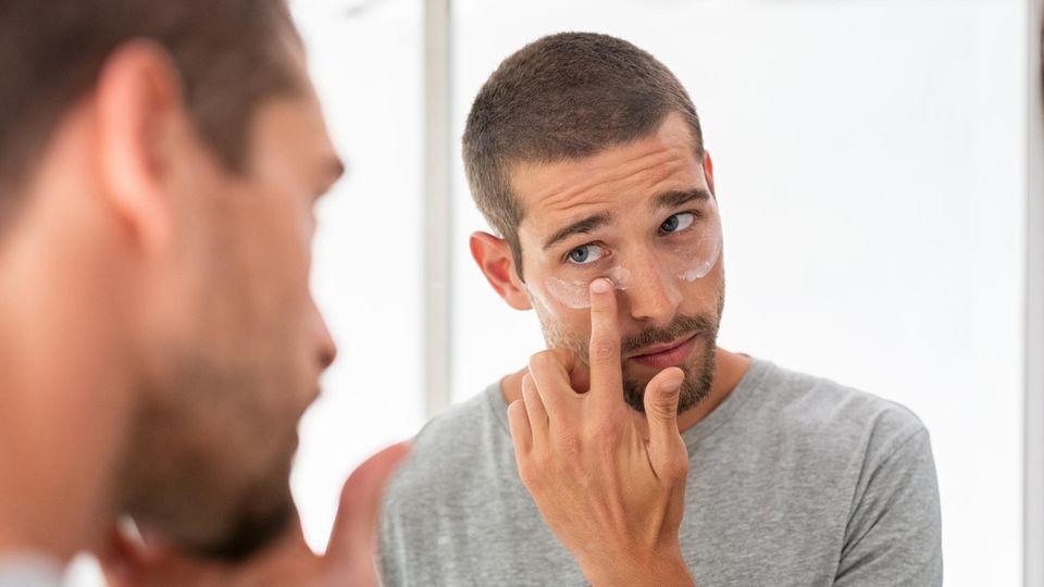 Augenringe entfernen: Auch Männer sind von dunklen Schatten unter den Augen betroffen