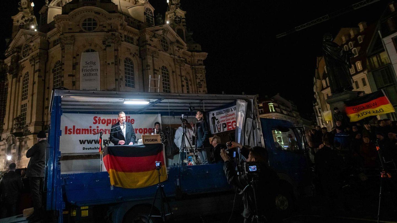 Der Thüringer AfD-Chef Björn Höcke spricht vor der Frauenkirche in Dresden