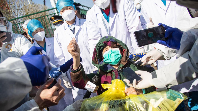 Coronavirus in China: Eine Patientin wird entlassen