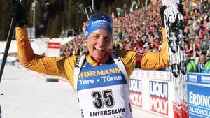 sport kompakt: Vanessa Hinz jubelt im Ziel über die Silbermedaille