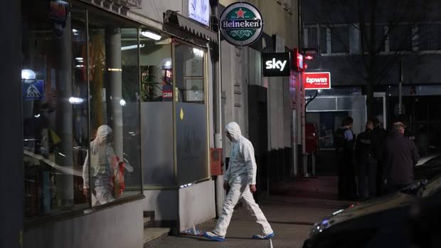 Ermittlern sicherten Spuren am ersten Tatort, einer Bar am Heumarkt