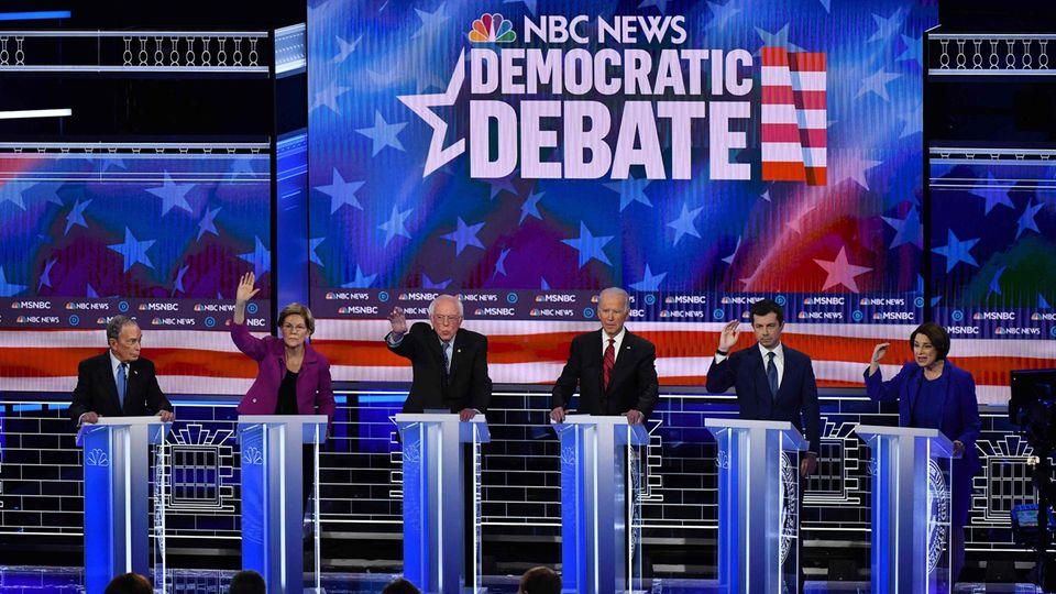 Die demokratischen US-Präsidentschaftsbewerber bei der Debatte in Las Vegas