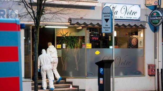 Forensiker sicherten auch am Donnerstagmorgen noch Spuren rund um die Shisha-Bar am Heumarkt