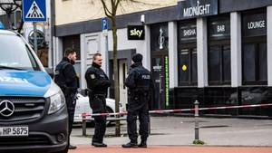 Polizisten sicherten auch am Donnerstagvormittag noch Spuren rund um den Tatort, eine Shisha-Bar am Heumarkt