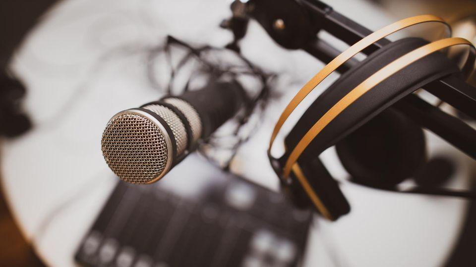 Wer professionelle Aufnahmen machen möchte, braucht Mikro, Mischpult und Kopfhörer