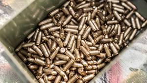Eine Schachtel voller Munition