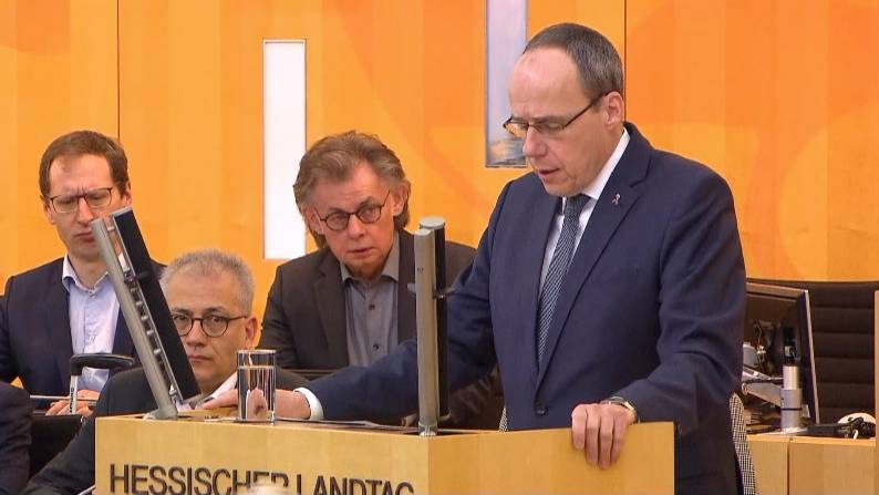 Peter Beuth im Landtag: Hessens Innenminister bestätigt Identität des mutmaßlichen Täters von Hanau