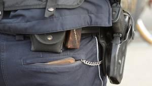 Nachrichten aus Deutschland: Polizist mit Dienstwaffe im Halfter