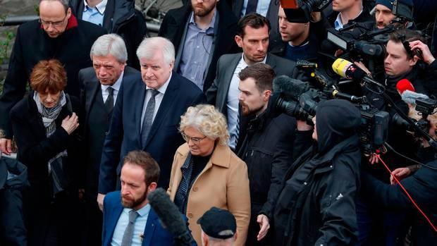 Bundesinnenminister Horst Seehofer wurde bei seinem Besuch in Hanau von zahlreichen Pressevertretern begleitet