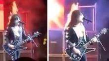 """Sänger und Gitarrist Bobby Jensen von der """"Kiss""""-Coverband """"Hairball"""" steht mit brennenden Haaren auf der Bühne."""