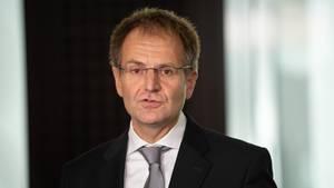 Peter Frank, Generalbundesanwalt, spricht während eines Pressestatements