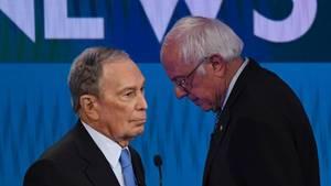 Michael Bloomberg (l.) hatte beim TV-Duell besonders mit den Angriffen von Bernie Sanders zu kämpfen