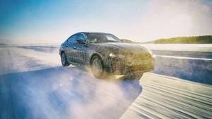Der BMW i4 steht in Genf als seriennaher Prototyp