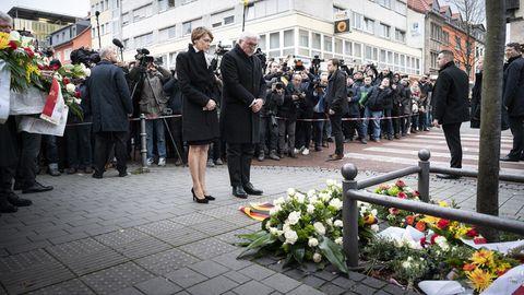 Bundespräsident Frank-Walter Steinmeier besuchtmit seiner Frau die Tatorte in Hanau