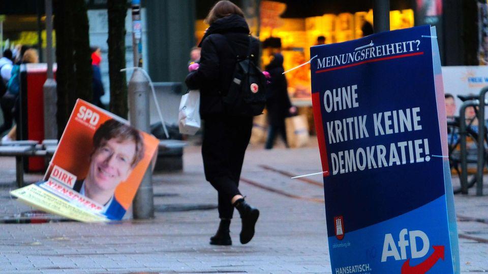 Wahlkampfplakate in Hamburg: Die AfD hat ihre für Freitag geplante Wahlkampfabschluss-Veranstaltung abgesagt