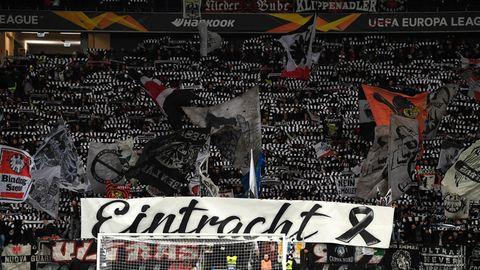 Die Eintracht-Fans gedenken der Opfer von Hanau
