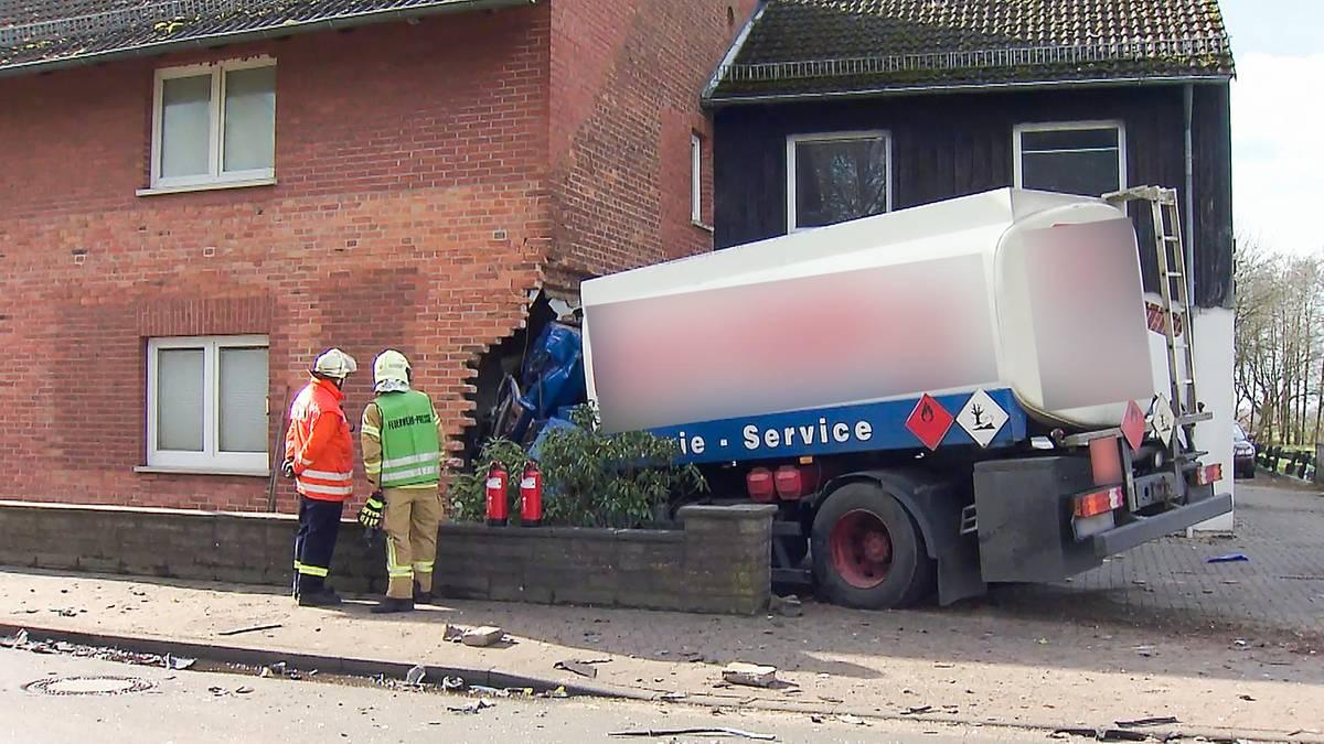 Tanklaster kracht nach Unfall in Wohnhaus – zwei Tote