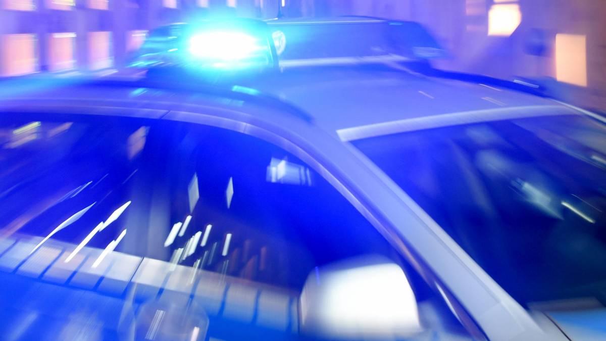 16-Jähriger gibt sich als Zivilpolizist aus, erschleicht sich Auto und baut damit mehrere Unfälle