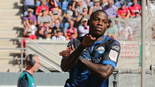 Der Paderborner Fußball-Profi Streli Mamba