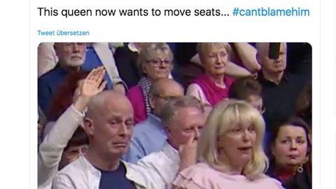 """BBC-Show """"Question Time"""": Frau äußert sich in TV-Sendung rassistisch – das Gesicht ihres Sitznachbarn spricht Bände"""