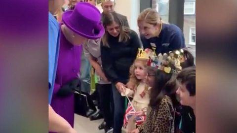 "Queen Elizabeth II. trifft ""Mini-Royals"""