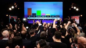 Jubel auf der SPD-Wahlparty in Hamburg nach den ersten Prognosen