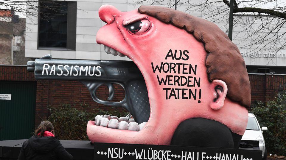 Mottowagen in Düsseldorf zu Hanau-Anschlag als Bild für Nachrichten Deutschland Düsseldorf