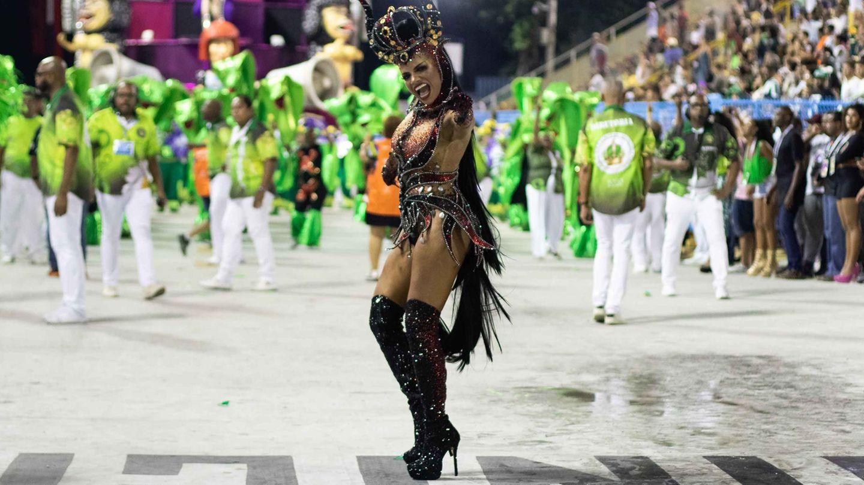 Los geht's zum ersten Durchgang der Sambaschulen in RiosSambódromo am Sonntagabend.