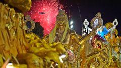 Von den Wagen über die Kostüme bis zu den Gesichtern: In diesem Jahr ist die dominierende Farbe Gold.