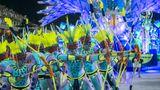 Mit Pfeil und Bogen: Auftritt der Sambaschule Portela imSambódromo
