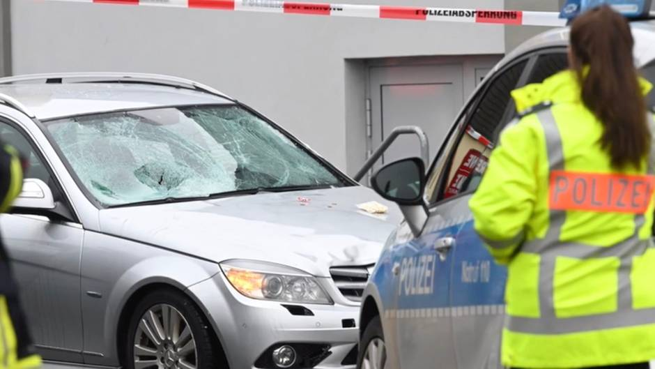 Volkmarsen: Auto fährt in Karnevalsumzug in Hessen - mehrere Verletzte