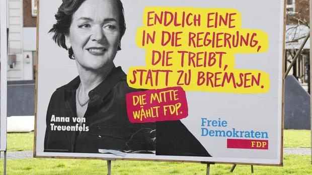Wahlplakat mit Hamburgs FDP-Chefin Anna von Treuenfels-Frowein