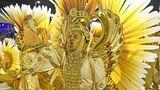 Auch am zweitenAbend imSambódromo gehört Gold zu den dominierenden Farben, die hier von der SambaschuleBeija Flor verwendet wird